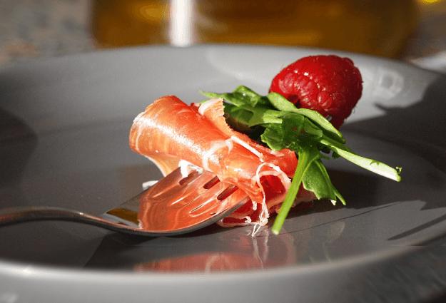 Heerlijk borrelhapje met ham en framboos