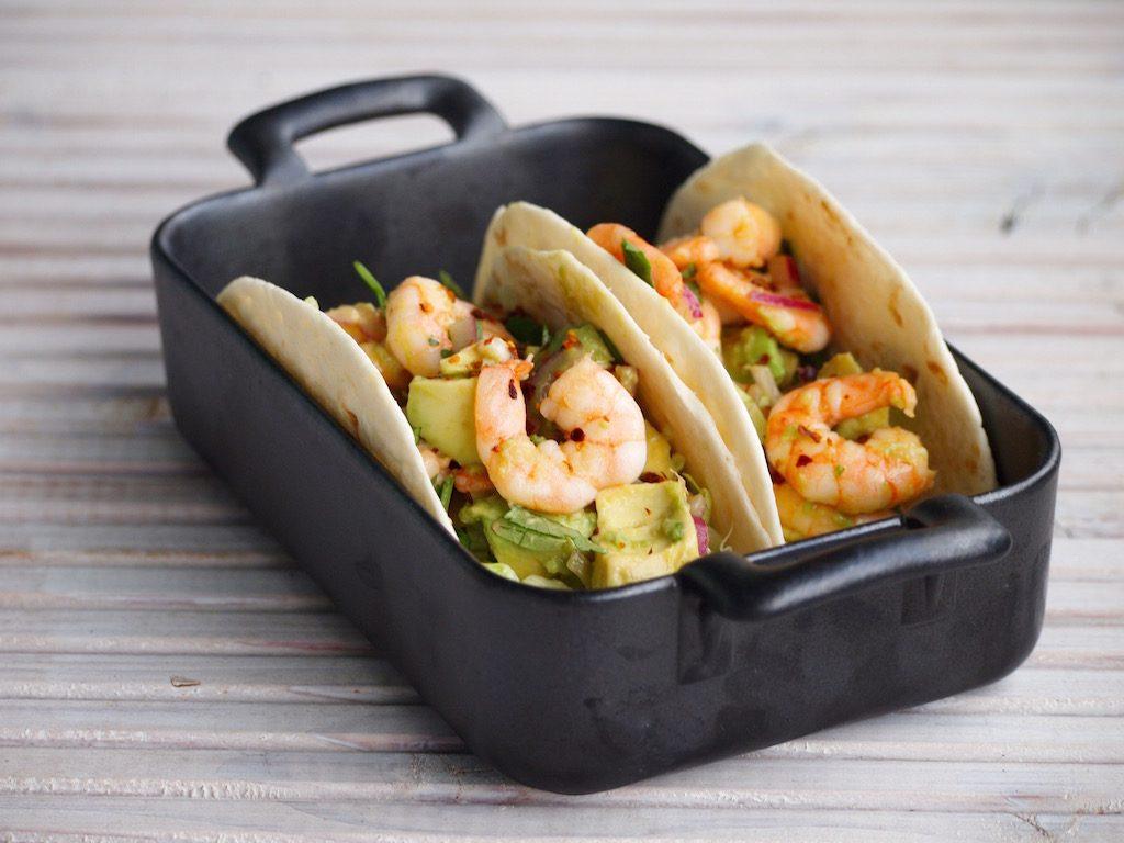 Snelle garnalen en avocado taco's