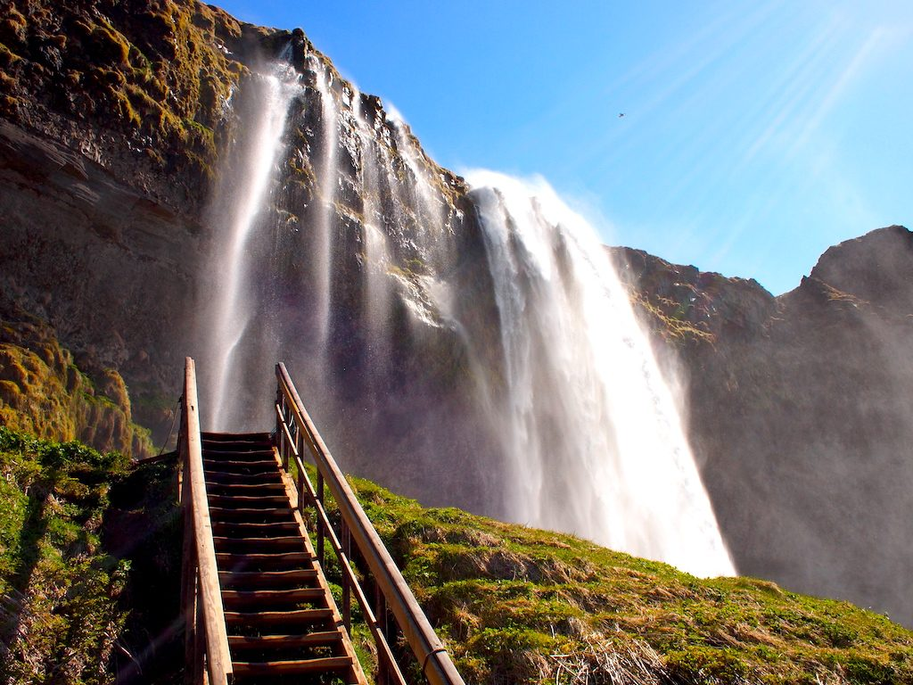 Hoe hou je een reis naar IJsland betaalbaar?