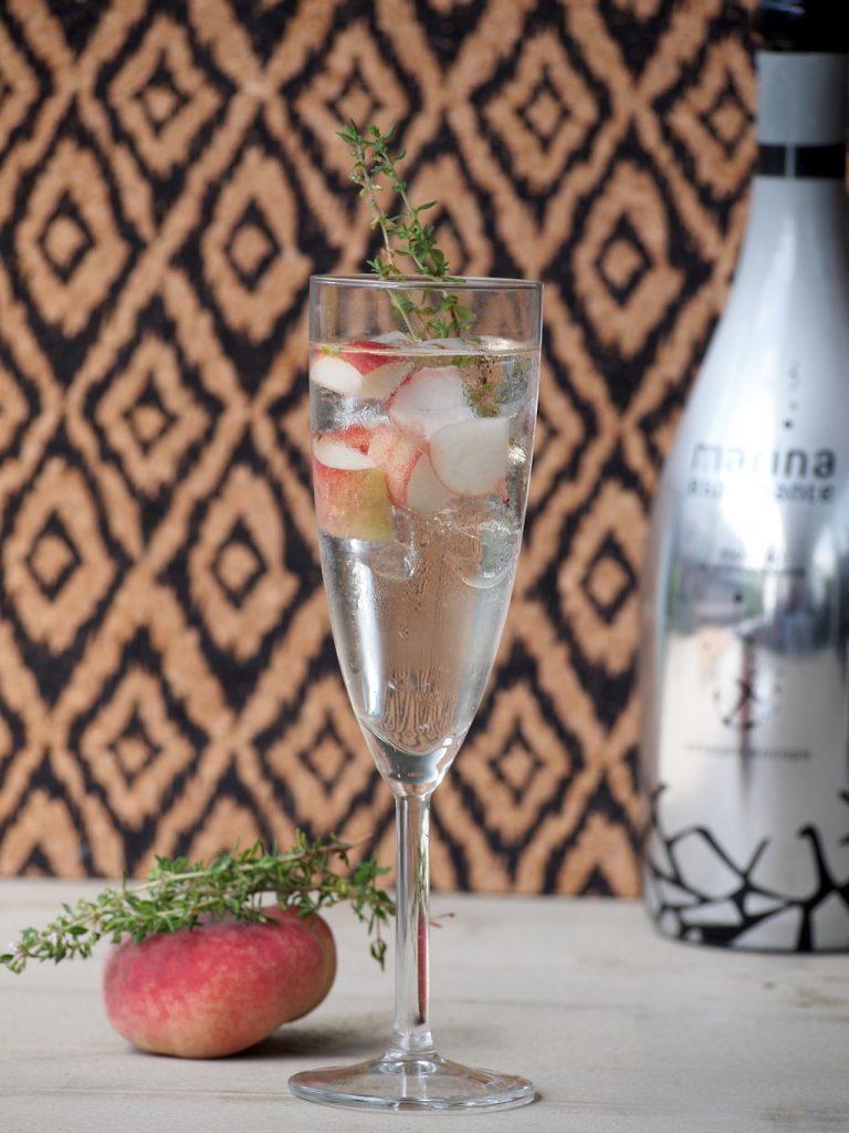 Sparkly Cocktail met perzik & tijm
