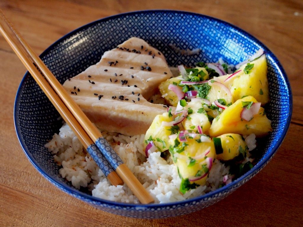 Gegrilde tonijn met Ananas Salsa en Kokosrijst