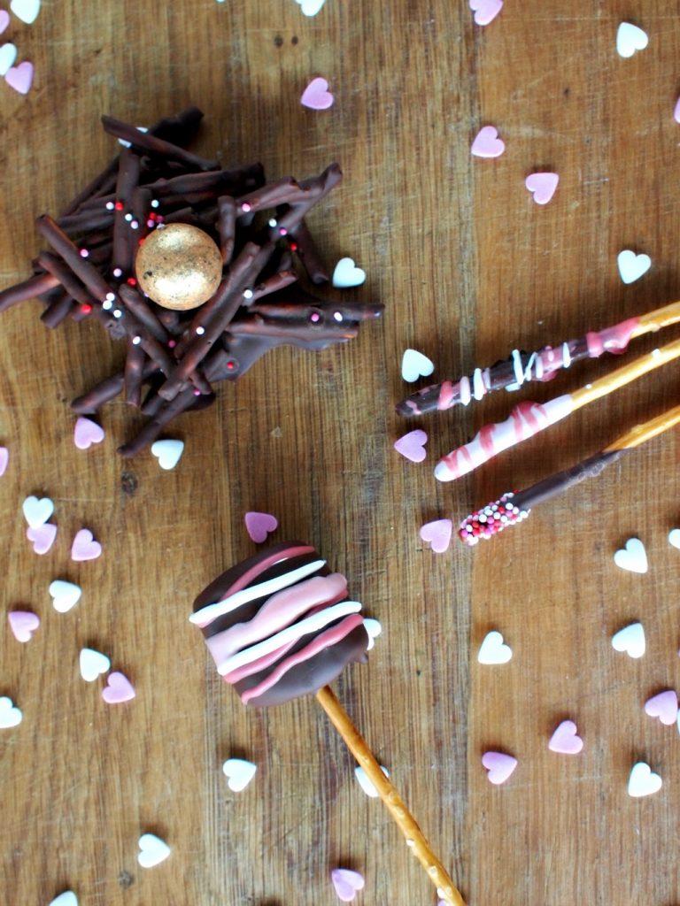 3x Valentijn traktaties met chocolade en zoute sticks