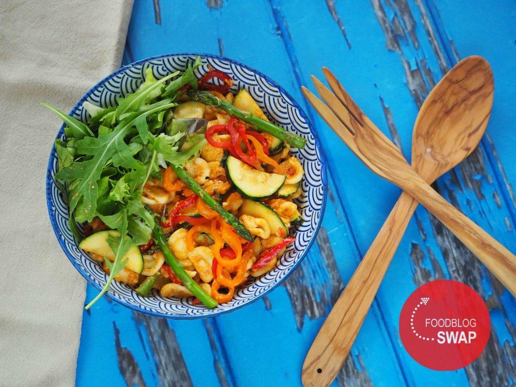 Pastasalade met rode pesto en groente