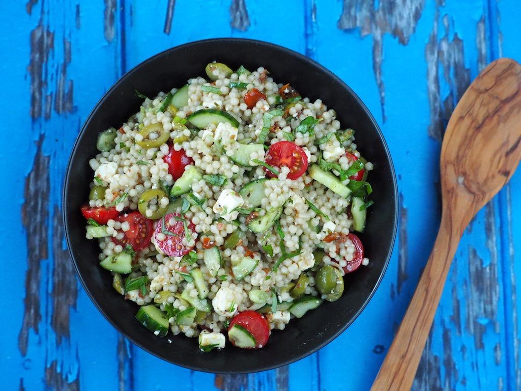 Zomerse salade met parelcouscous