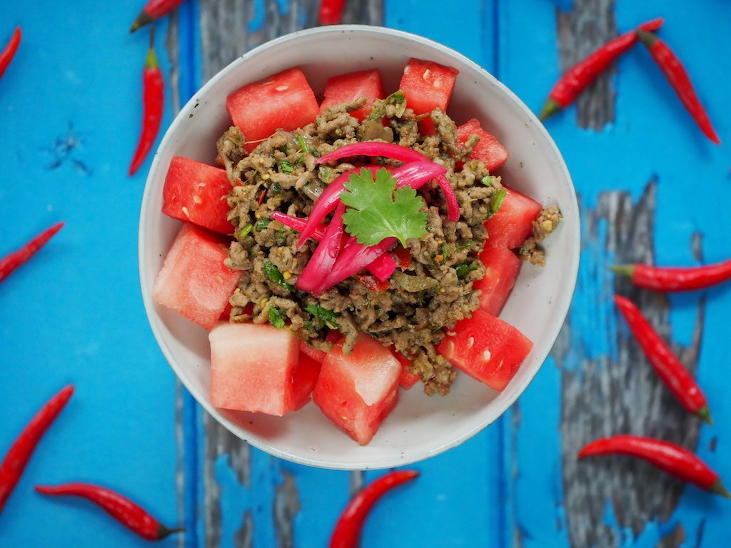 Thaise gehakt en watermeloen salade (pittig en fris!)