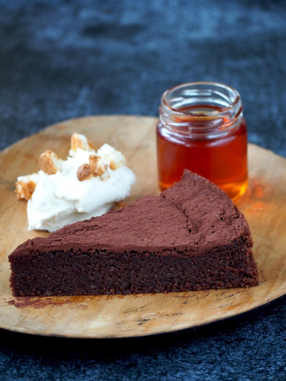 Chocolade – Amaretto taart met bitterkoekjesroom