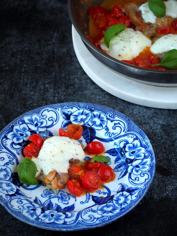 Kip Caprese (kippendijen met tomaat en mozzarella)