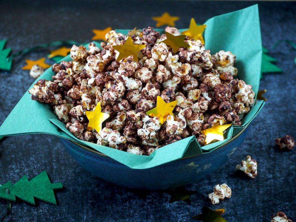 Kerst popcorn met chocola, sinaasappel en kaneel