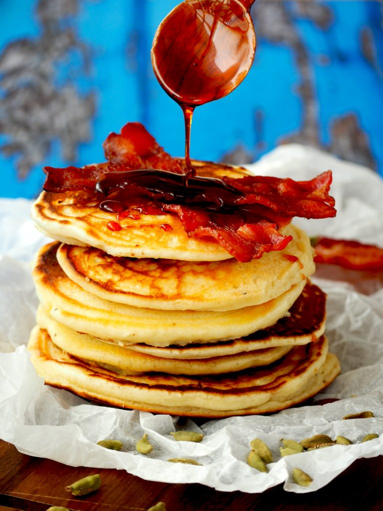 Kardemom pancakes met spek en stroop