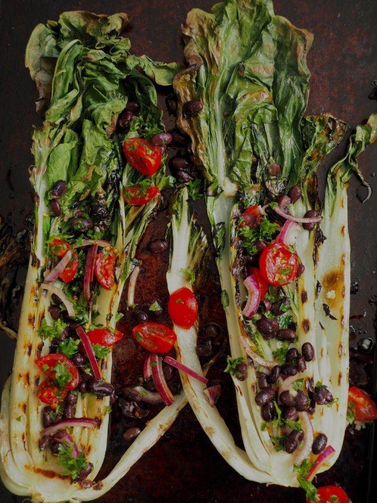Paksoi van de BBQ met zwarte bonen salsa