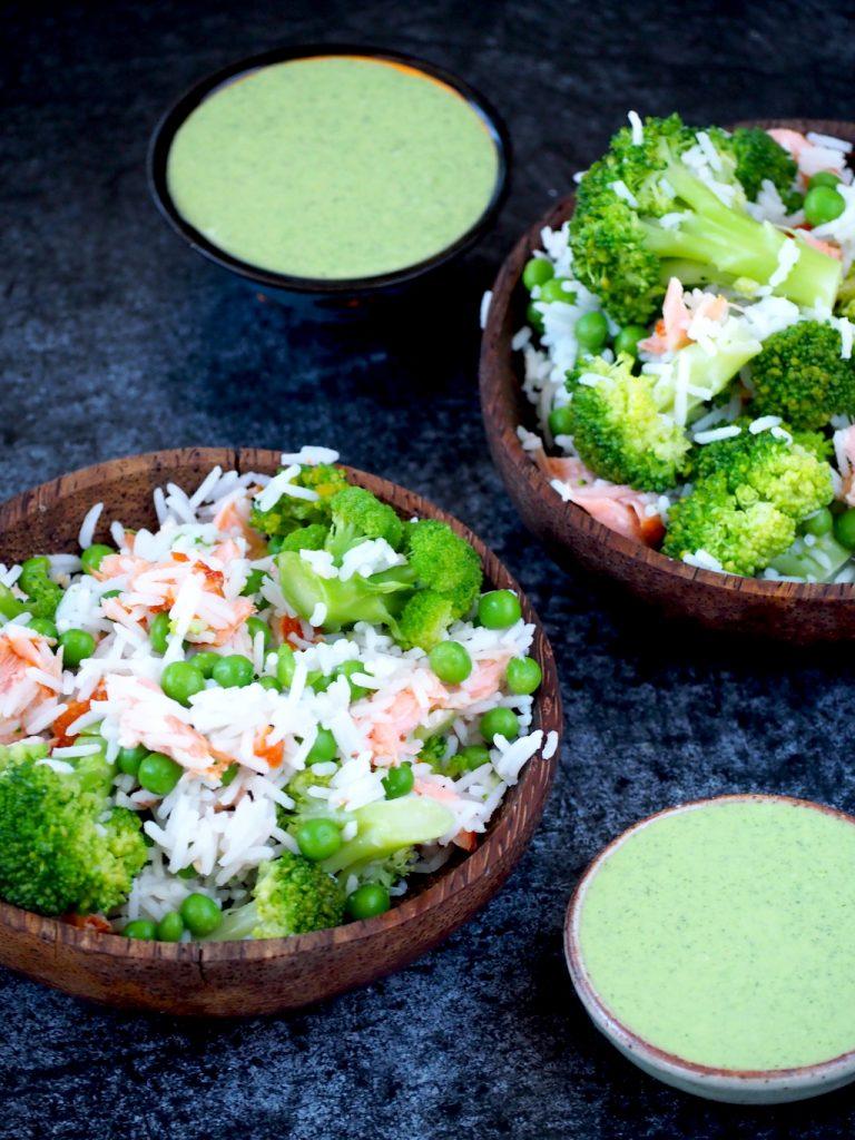 Rijstsalade met zalm en feta-dille dressing